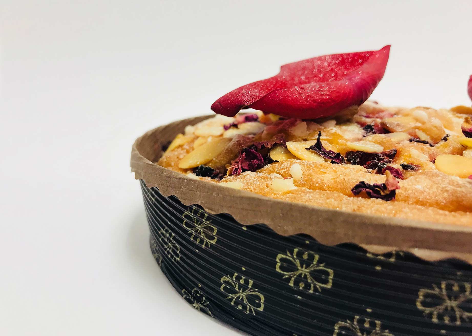MBB Novacart paper baking mold and women's day almond tart