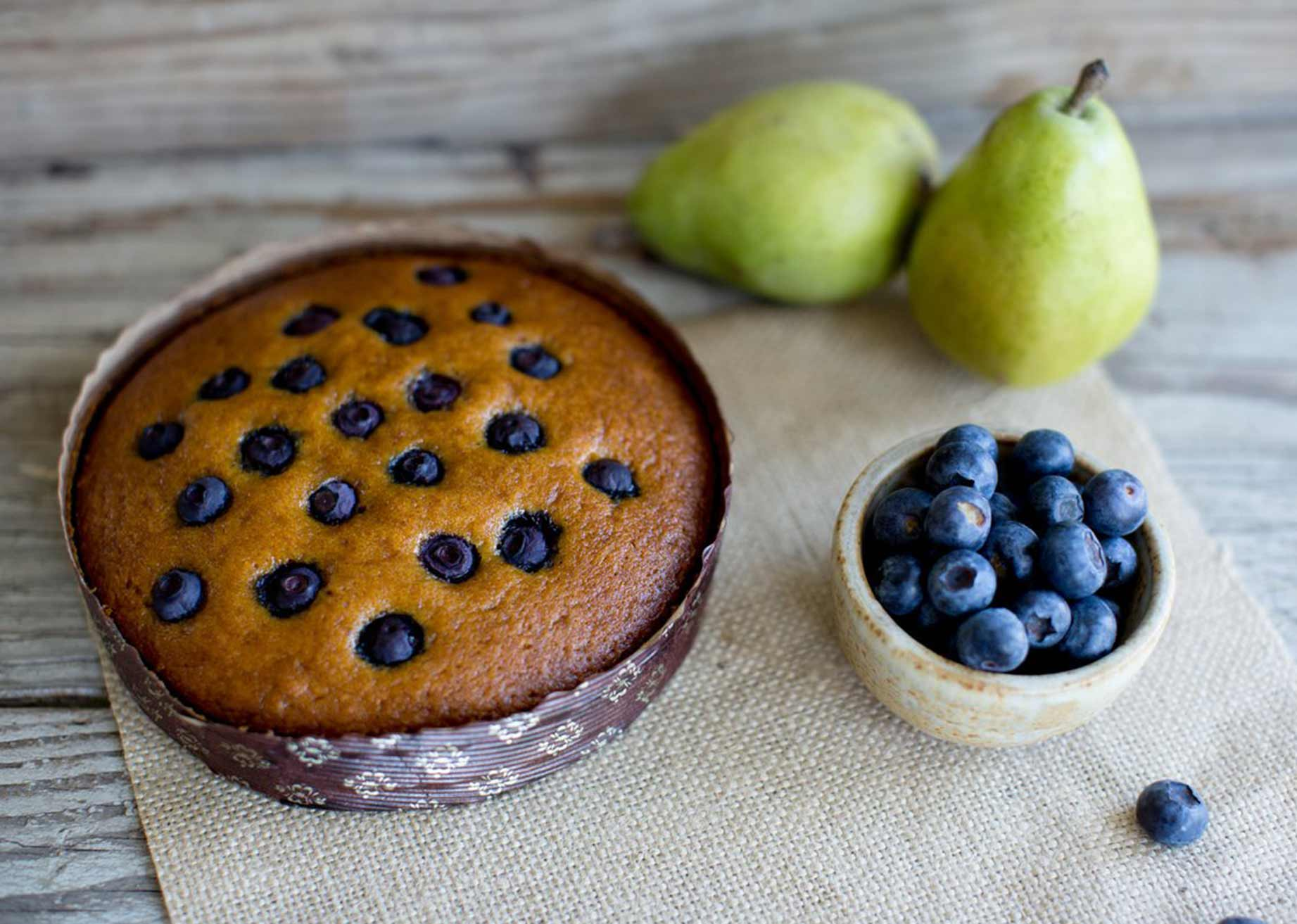 pear and blueberry cake in novacart MBB baking mold