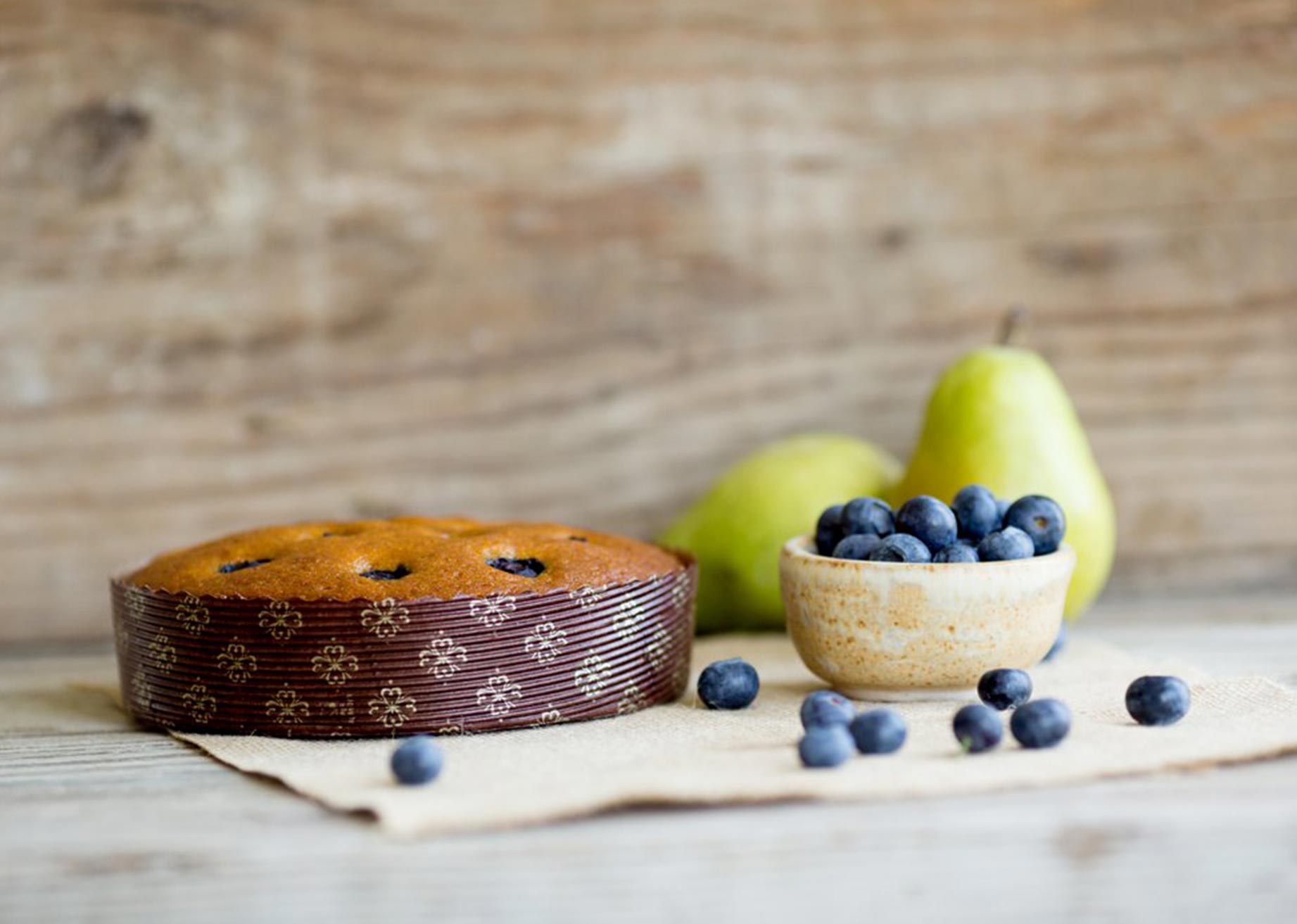 pear and blueberry cake in novacart MBB paper mold